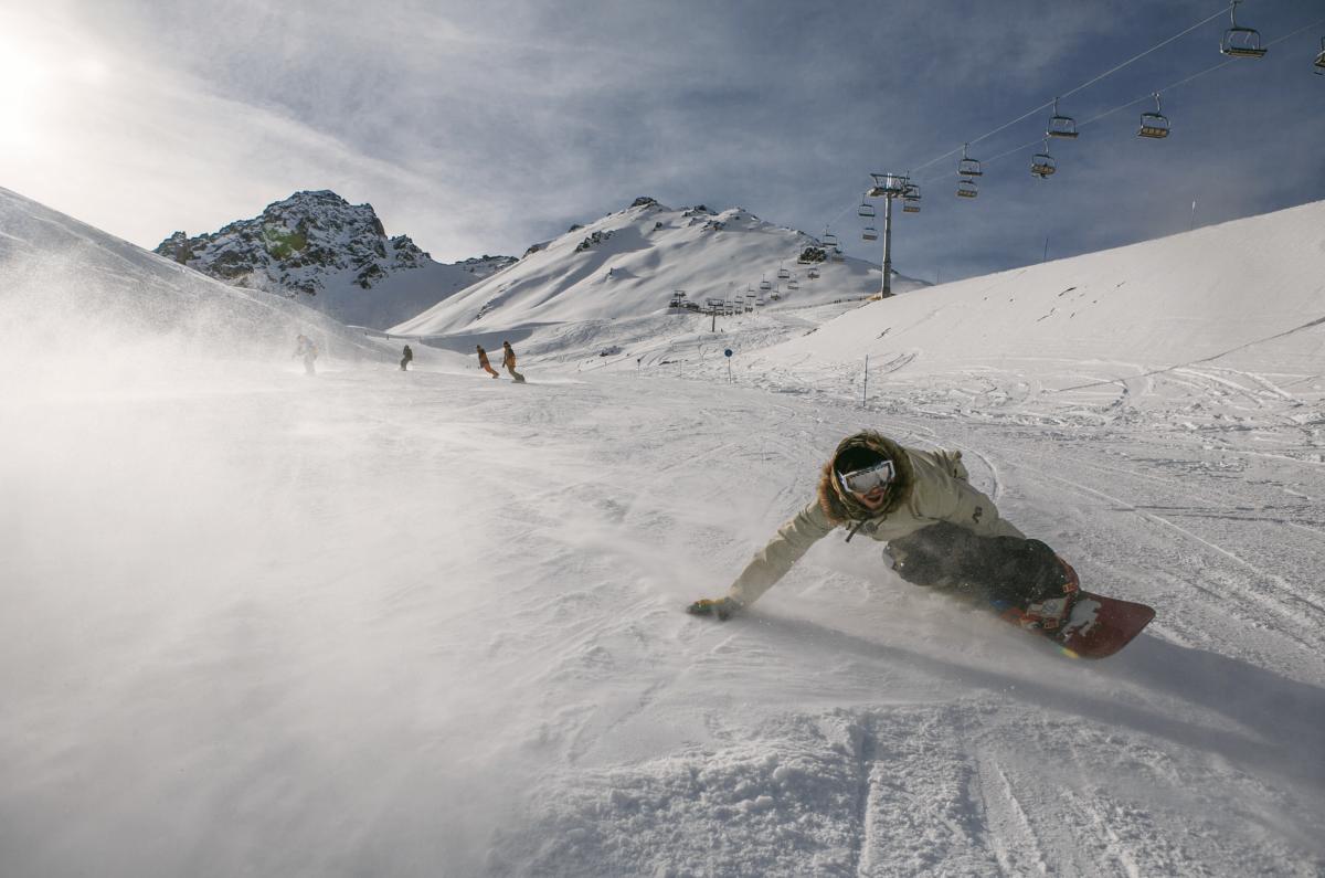 BG_Image_C_-_Snowboarder_Downhill-1@2x.png